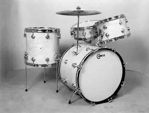 CAMCO: caw001K 4 pc., 60's, white marine pearl, 14x20 bass, 8x12 & 14x14 toms, 5x14 matching snare.