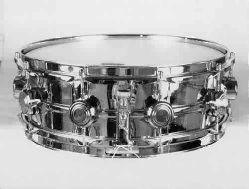 HAYMAN:  ham000s  5x14, 60's, single-beaded metal shell, 10 lugs, triple-flanged rims.