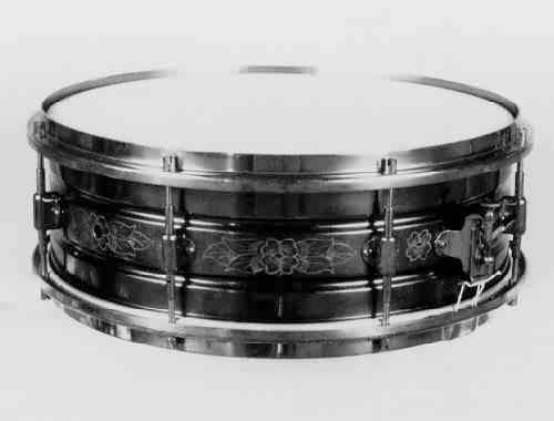 "LEEDY:  lee000s  5x14, 20's, ""Black Elite"" model, engraved seamless heavyweight brass shell, 8 lugs, brass finish hardware"
