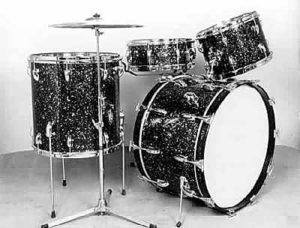 """SLINGERLAND:  slw021K  4 pc., early 60's, """"Mardi Gras Pearl"""" finish, 14x22 bass, 9x13 & 16x16 toms, 5.5x14 matching 1 ply maple """"Radio King"""" snare."""