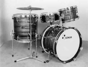 SONOR:  sow002K  4 pc., 60's, slate blue pearl finish, 14x20 bass, 8 3/8x13 & 141�16 toms, 5x14 matching snare.