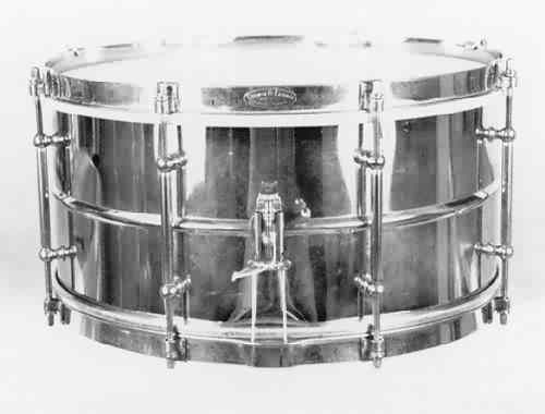 LUDWIG:  lub200s  6½x14, 30's, 8 tube lugs, brass shell, clip-style brass rims, logo-engraved (Elkhart) top rim.