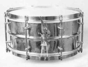SLINGERLAND:  slb002s  6½x14, 20's, brass shell, 8 tube lugs, 3 pt. strainer, clip-style brass rims.