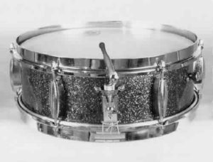 SLINGERLAND:  slw009s  4½x13, circa '53, piccolo, turquoise sparkle finish, 6 lugs, brass rims, 3 point strainer.