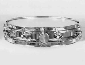 SONOR:  som000s  2½x14, 60's-70's, piccolo, metal shell, 16 lugs, triple flanged rims.